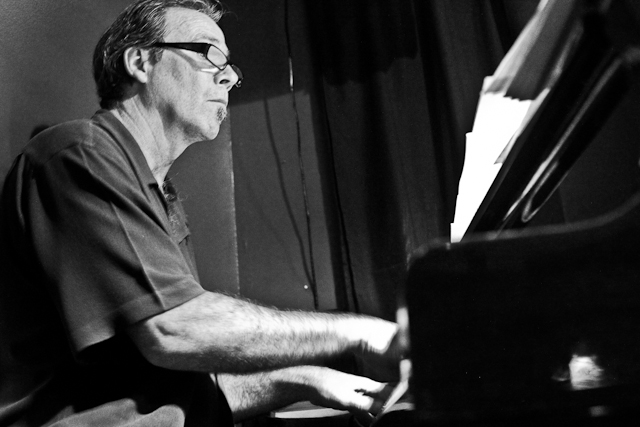 Tam Sullivan on piano with the Bobby Muncy Quintet at Twins Jazz