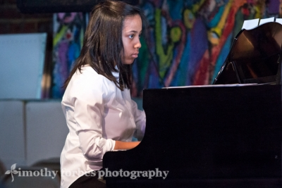 Nia Harris Burnley, piano